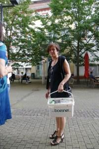 1 Gabriele Köbler mit Handtasche, KUNSTMASSNAHMEN Heidelberg