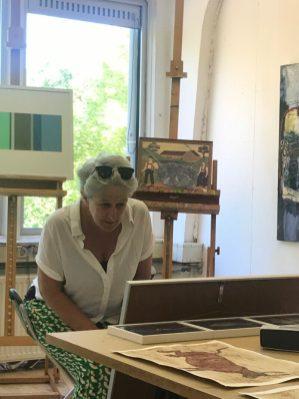 Heel aandachtig kijken naar werk van Silvia Russel.