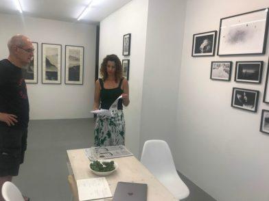 Caroline O'Breen in gesprek met Antoon over het werk van Margaret Lansink