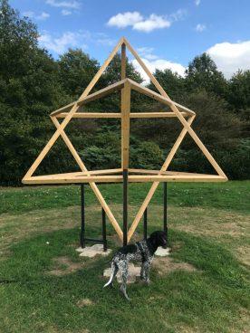 Mooi om vanuit divers perspectief te bekijken. De Dubbele Tetraëder van Bart Verburg.