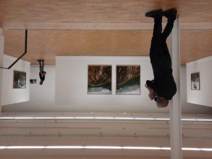 Fotograaf Jeroen Toirkens legt zijn eigen tentoonstelling vast in Fotomuseum Den Haag. Eindelijk open voor publiek.