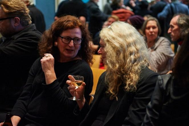 Besucherinnen im Gespräch, Foto: Markus Faber
