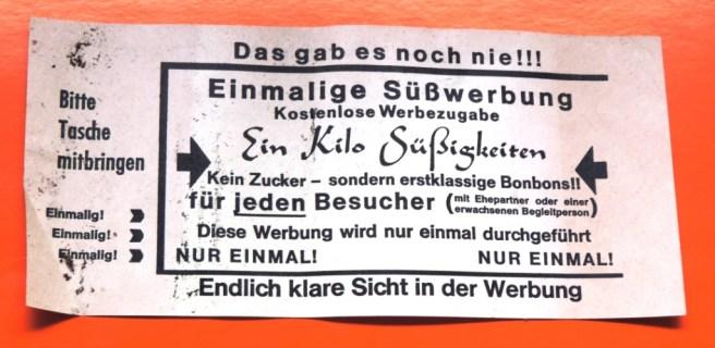 Rueckseite-Hauswurfsendung-Kino-Loewenhof_Eppinghoferstr.41_AUSSTELLUNG_Briefkastenfund_Ruhrstr.3_Foto_by_Ivo_Franz
