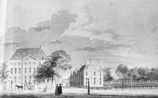 Het Buitenhof met Links de Galerij Willem V
