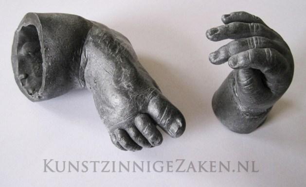 Baby handje in brons tov Baby Dump Zwinderen