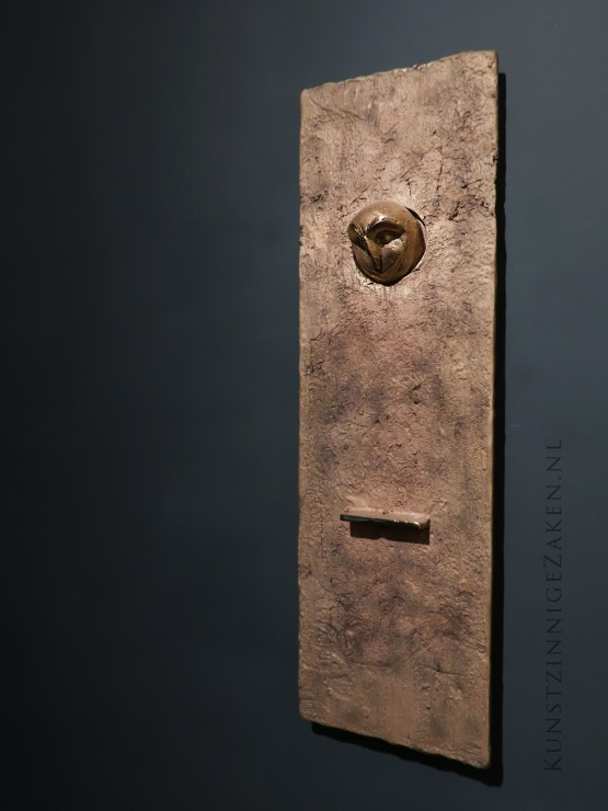 Bronzen wandobject kerkuil
