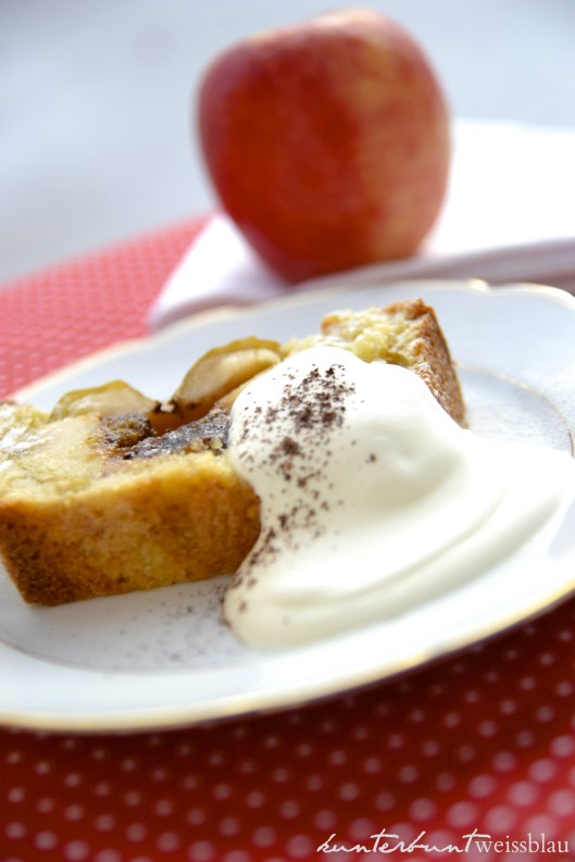Bratapfelkuchen mit Sahne_schrift