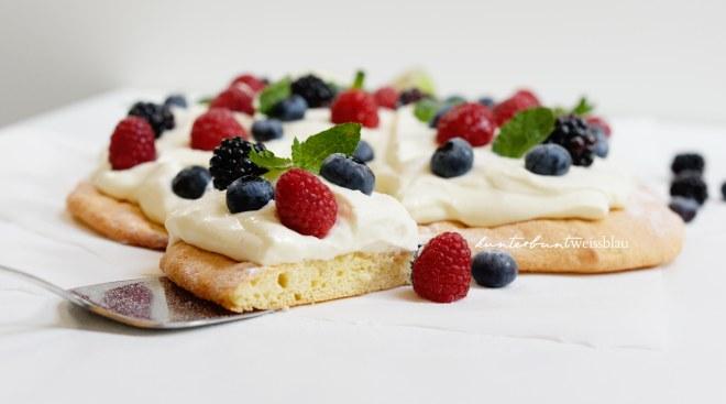 Beeren-Bisquit-Creme Torte