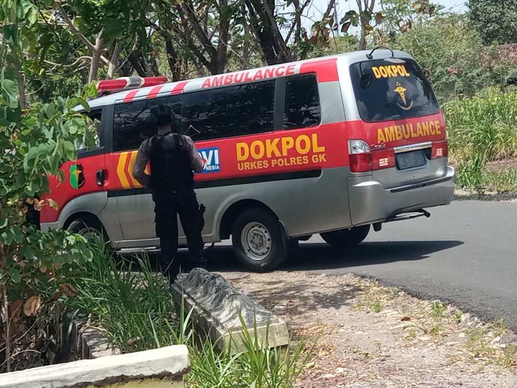 Mobil Dokpol Di Lokasi Penggrebekan