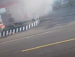 Toyota Kijang Hangus Terbakar Di SPBU Sambi Pitu