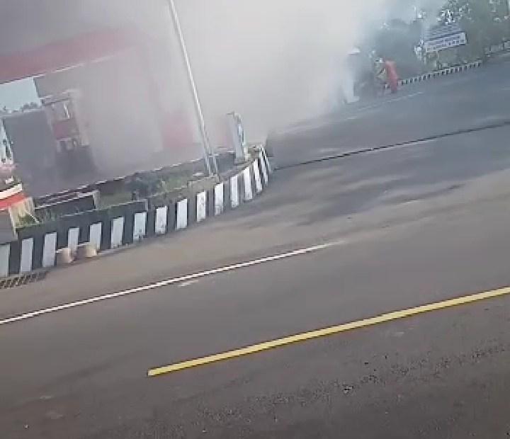 Mobil Toyota Kijang Terbakar