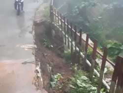 Hujan Deras,  Tanggul Setinggi Dua Meter Di Jalan Ngangkruk – Sriten Ambrol