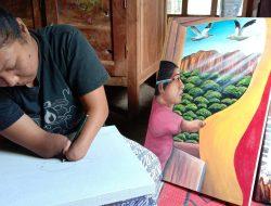 Pelukis Difabel Ini Lincah Menggoreskan Kanvasnya Tanpa Jari Jemari