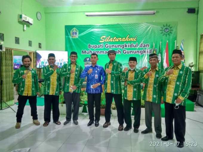 Sunaryanta bersama pengurus PDM