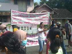 Warga Ponjong Jadi Dukuh Dengok II,  Warga Demo Kompak Menolak