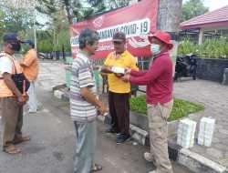 Relawan Peduli Gunungkidul Kembali Beraksi, Bagikan Ratusan Nasi Kotak Kepada Warga Terdampak PPKM