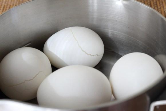 ゆで卵むき方コツ