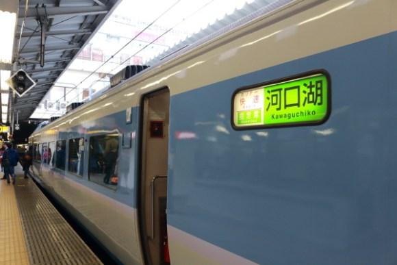 189系ホリデー快速河口湖幕新宿駅