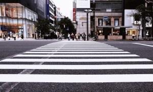 信号機がない横断歩道は一時停止をするべきか?
