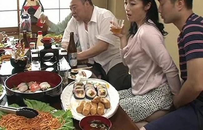 《叔母と甥》親戚一同が集まる新年の席の宴『美しき四十路母たちの親族相姦。。。』快楽に飢えた肉体が卑猥な姿になる!