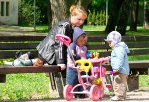 Zgodnie z planami rządu, redukcja wydatków publicznych dotknie tym razem również matki na zasiłku macierzyńskim Fot. Marian Paluszkiewicz