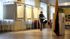 Niedzielne wybory do Parlamentu Europejskiego na Litwie odbywały się przy wyjątkowo złej pogodzie i rekordowo niskiej frekwencji Fot. ELTA