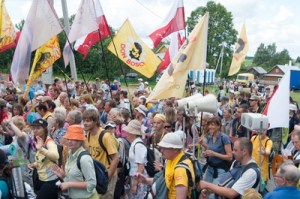 W tegorocznej, już XIX pielgrzymce Suwałki-Wilno bierze udział około 1300 osób Fot. Marian Paluszkiewicz
