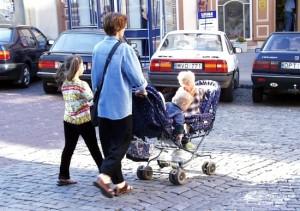 Zdaniem psychologów pierwsze dwa lata dziecko powinno przebywać z najbliższą mu osobą Fot. Marian Paluszkiewicz