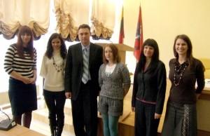 Członkowie komisji egzaminacyjnej wraz z zwycięzcami I etapu Fot. archiwum ASRW