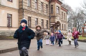 """Dzięki zaangażowaniu rodziców, pracowników i sympatyków przedszkola dziś """"Uśmiech"""" może wychowywać i kształcić polskie dzieci"""