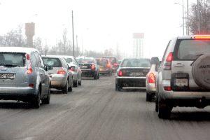 W czwartek rano zima sparaliżowała ruch drogowy niemal na wszystkich drogach krajuFot. ELTA