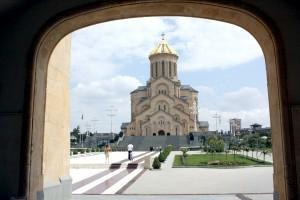 Sobór katedralny św. Trójcy. Najwyższa świątynia prawosławna nie tylko w Gruzji Fot. Waldemar Szełkowski
