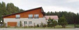 Od strony fasady domniemane miejsce torturowania więźniów bardziej uchodzi za ośrodek wypoczynkowy niż więzienie Fot. Stanisław Tarasiewicz