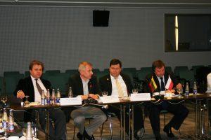 """Uczestnicy polsko-litewskiego forum """"Strategiczny dialog między Litwą i Polską"""" wspólnie zastanawiali się nad znaczeniem """"partnerstwa strategicznego"""", które obydwie strony rozumieją — wydaje się — odmiennie"""