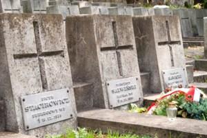 Pochowani na Rossie Piotr Stacirowicz, Wincenty Salwiński i Wacław Sawicki, zginęli 18 września 1939 roku w nieznanych okolicznościach. Fot. Marian Paluszkiewicz
