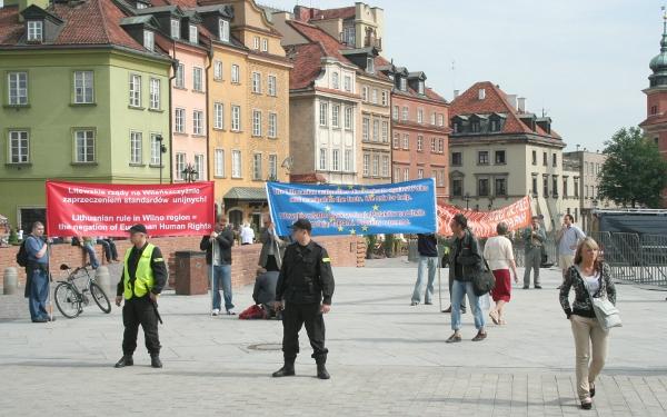 Pikiety w obronie Polaków na Litwie podczas warszawskiego szczytu