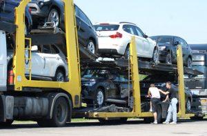 Na przejściach pozostały tylko kolejki laweciarzy, którzy do 1 lipca mogą wwozić na Białoruś używane samochody według starych stawek celnych.<br/>Fot. Marian Paluszkiewicz