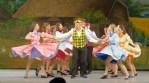 Franci miastowi, wypucowani, wystrojeni tańczyli też pod dźwięki gramofonu Fot. Marian Paluszkiewicz