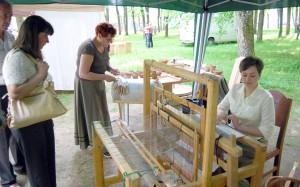 W alejkach parku swoje dzieła wystawili mistrzowie ludowi z Litwy, Polski, Białorusi