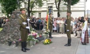 Uroczyste złożenie kwiatów pod pomnikiem więźniów politycznych i zesłańców  Fot. Marian Paluszkiewicz