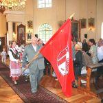 Wyświęcony sztandar w rękach starosty Mariana Naruńca