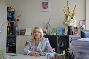 Już od 5 lat nad sprawnym działaniem systemu oświaty w rejonie wileńskim niestrudzenie czuwa kierownik Wydziału Oświaty Lilia Andruszkiewicz. Fot. Archiwum ASRW
