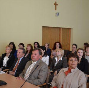 W pierwszym rzędzie od lewej siedzą: R. Tamaszuniene, G. J. Mincewicz, Cz. Olszewski oraz specjalista ds. oświaty V. Kvaraciejiene. Fot. Archiwum ASRW