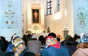Nasi rodacy z Polski zaczęli się modlić w wileńskiej świątyni  Fot. Marian Paluszkiewicz