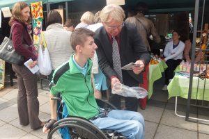Niepełnosprawnych przywitał minister opieki socjalnej i pracy RL Donatas Jankauskas                   Fot. ASRW