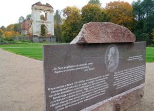 Został postawiony pomnik na cześć księdza — prezydenta Pawła Ksawerego Brzostowskiego Fot. Marian Paluszkiewicz