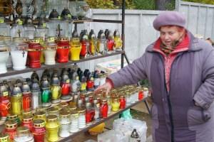Najlepiej w tym roku sprzedają się znicze szklane Fot. Marian Paluszkiewicz