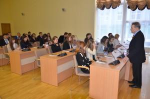 Wicemer Jan Gabriel Mincewicz przybliżył młodym rodakom pracę i działalność samorządu.