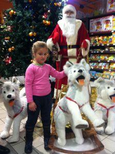 Dzieci uwielbiają opowieści o reniferach i Mikołaju pędzących w saniach po niebie, po to, aby podrzucić prezenty Fot. Marian Paluszkiewicz