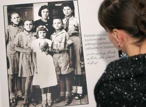 Na reprodukcjach starych fotografii są uwiecznione migawki z życia Polaków w Iranie Fot. Marian Paluszkiewicz